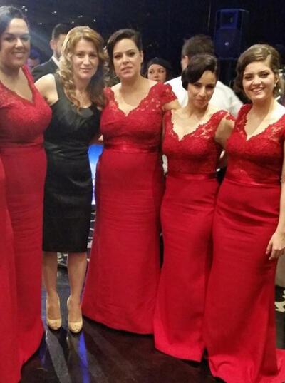Satin Lace Modern Trumpet/Mermaid V-neck Bridesmaid Dresses (007145091)