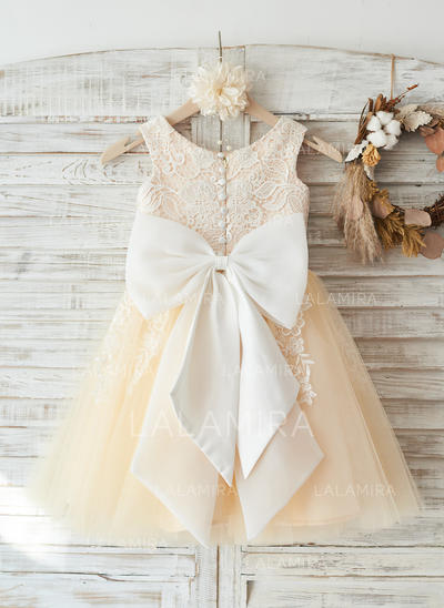 A-Line/Princess Knee-length Flower Girl Dress - Tulle/Lace Sleeveless Scoop Neck With Appliques/Bow(s) (010117685)