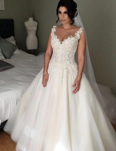 Court Train Appliques V-neck With Tulle Wedding Dresses (002146266)