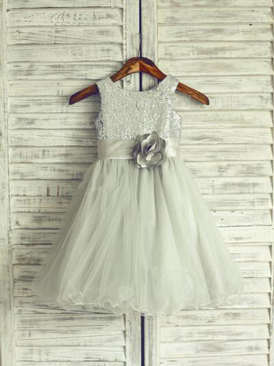 A-Line/Princess Scoop Neck Knee-length With Flower(s) Tulle/Sequined Flower Girl Dresses (010211941)