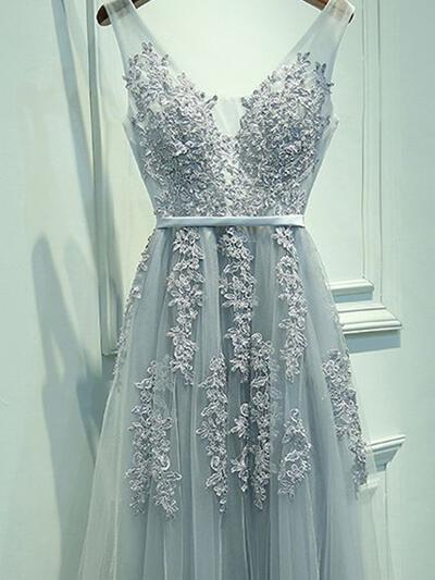 A-Line/Princess Tulle Prom Dresses Sash Appliques Lace V-neck Sleeveless Floor-Length (018148427)