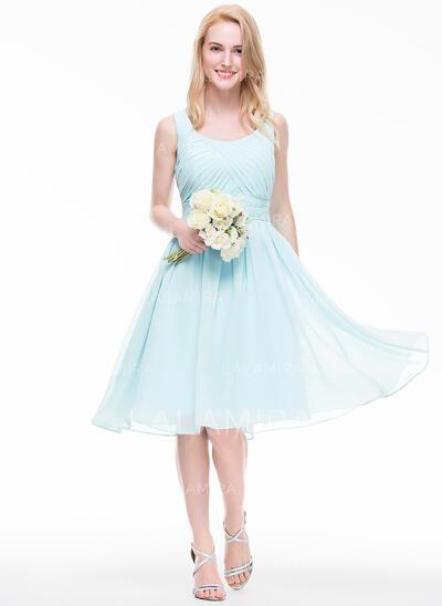 A-Line/Princess Scoop Neck Knee-Length Chiffon Bridesmaid Dress With Ruffle (007072793)