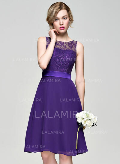 A-Line/Princess Scoop Neck Knee-Length Chiffon Lace Bridesmaid Dress (007074186)