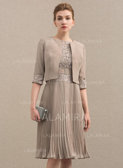 A-Line Scoop Neck Knee-Length Chiffon Lace Mother of the Bride Dress With Pleated (008152118)