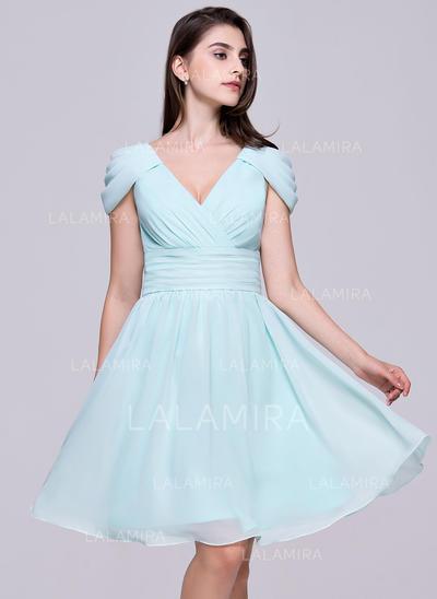 A-Line/Princess V-neck Knee-Length Chiffon Homecoming Dresses With Ruffle (022214059)