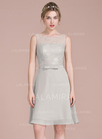 A-Line Scoop Neck Knee-Length Chiffon Lace Bridesmaid Dress With Bow(s) (007104705)