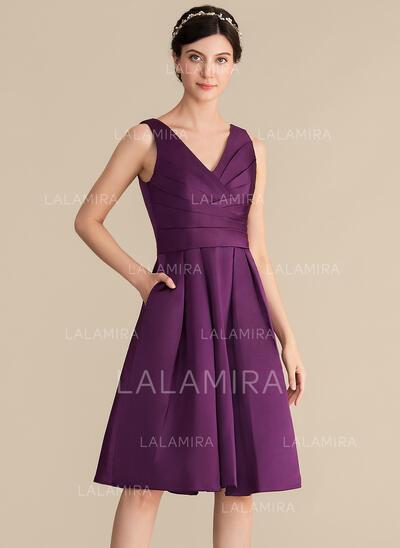 A-linjainen/Prinsessa V-kaula-aukko Polvipituinen Satiini Morsiusneitojen mekko jossa Rypytys Taskut (007153356)