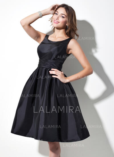 A-Line Scoop Neck Knee-Length Taffeta Bridesmaid Dress With Ruffle (007021291)