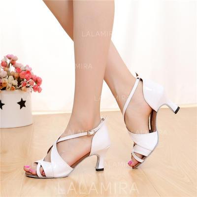 Mulheres Latino Saltos Sandálias Couro com Fivela Oca-out Sapatos de dança (053108033)