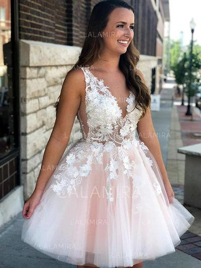 A-Line/Princess V-neck Short/Mini Homecoming Dresses With Appliques Lace (022216324)