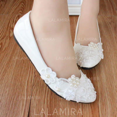 Women's Closed Toe Flats Flat Heel Patent Leather With Imitation Pearl Applique Wedding Shoes (047207240)