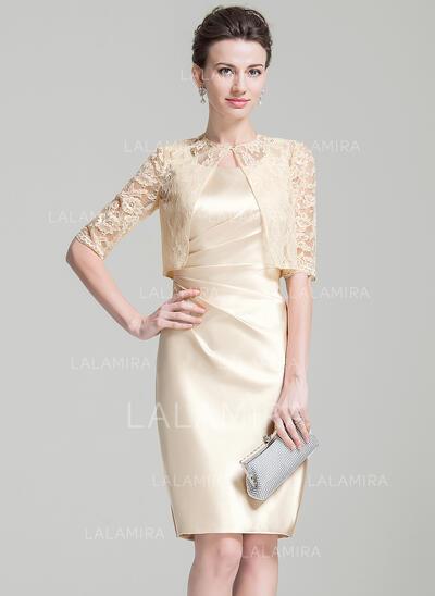 Forme Fourreau Encolure carrée Longueur genou Charmeuse Robe de mère de la mariée avec Plissé (008074206)