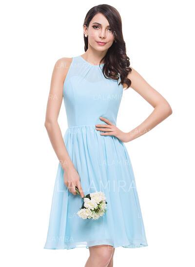 A-Line/Princess Scoop Neck Knee-Length Chiffon Bridesmaid Dress With Ruffle (007053061)