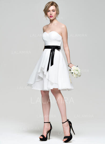 A-Line/Princess Sweetheart Knee-Length Chiffon Bridesmaid Dress With Bow(s) Cascading Ruffles (007072787)