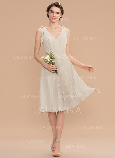 A-Line V-neck Knee-Length Chiffon Bridesmaid Dress With Bow(s) Pleated (007165832)