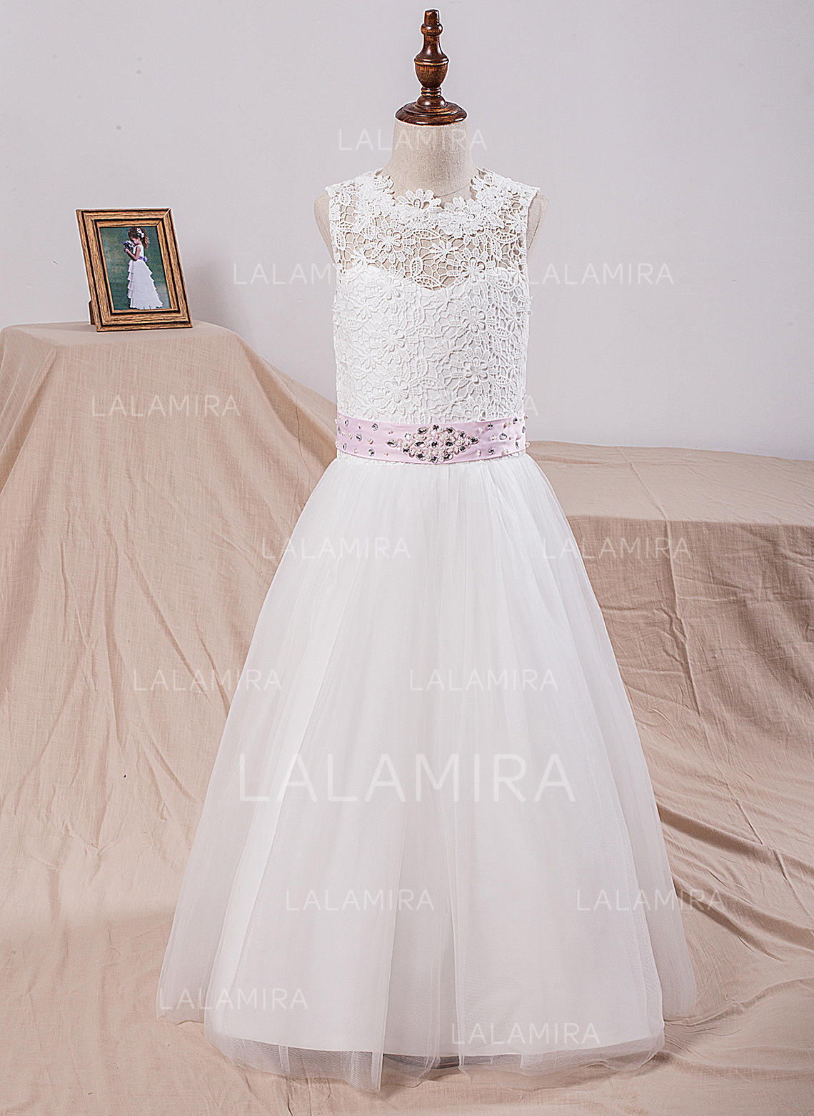 2e3ae1d474b17 Scoop Neck A-Line/Princess Flower Girl Dresses Tulle/Lace Sash/Bow. Loading  zoom