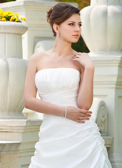 en linje blonder kjede brudekjoler