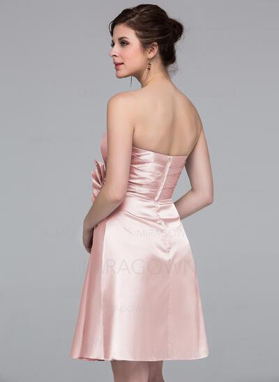 Forme Fourreau Amoureux Longueur genou Charmeuse Robe de demoiselle d'honneur avec Fleur(s) (007037227)