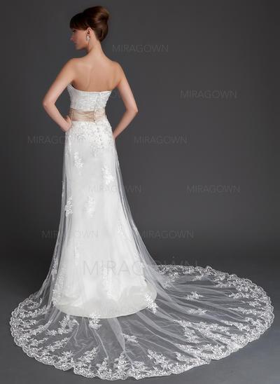 jeune mère des robes de mariée