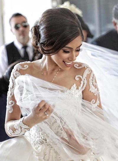 robes de mariée de bal d'étudiants