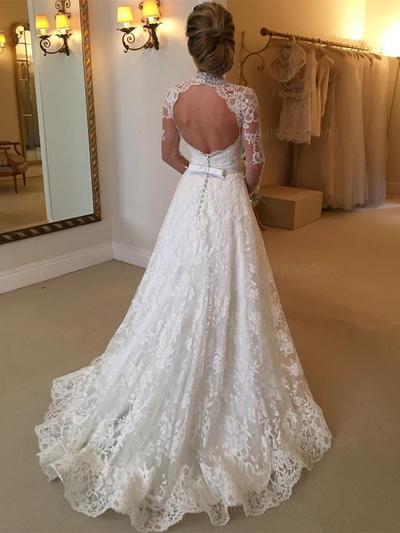 ainsi que des robes de mariée taille Cendrillon