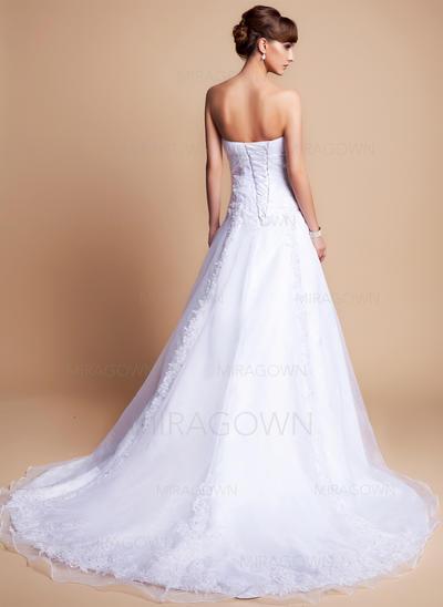 mère brune des robes de mariée