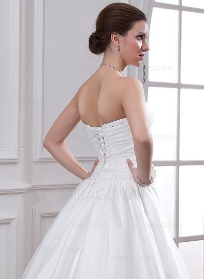 mère violette des robes de mariée
