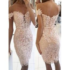 Sheath/Column Off-the-Shoulder Knee-Length Homecoming Dresses With Lace (022219297)