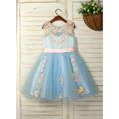 A-Line/Princess Knee-length Flower Girl Dress - Satin/Tulle/Lace Sleeveless Scoop Neck With Flower(s)
