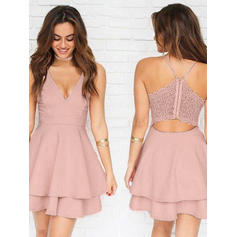 A-Line/Princess V-neck Short/Mini Cocktail Dresses With Lace
