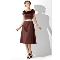 A-Line/Princess Square Neckline Knee-Length Satin Bridesmaid Dress With Sash Bow(s)