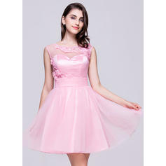 A-Line/Princess Scoop Neck Short/Mini Tulle Homecoming Dress With Ruffle Beading Appliques Lace Flower(s) Sequins (022068059)