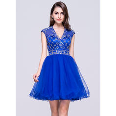 A-Line/Princess V-neck Short/Mini Tulle Homecoming Dress With Beading Sequins (022068813)