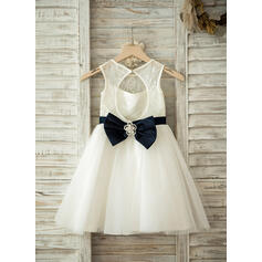 A-Line/Princess Knee-length Flower Girl Dress - Tulle/Lace Sleeveless Scoop Neck With Sash/Bow(s)/Rhinestone/Back Hole (010093253)