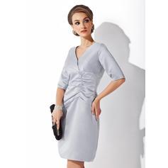 Halagador Hasta la rodilla Vestido tubo Satén Vestidos de madrina (008211188)
