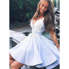 A-Line/Princess V-neck Short/Mini Homecoming Dresses With Appliques (022216221)