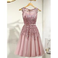 A-Line/Princess Scoop Neck Tulle Sleeveless Knee-Length Lace Beading Homecoming Dresses