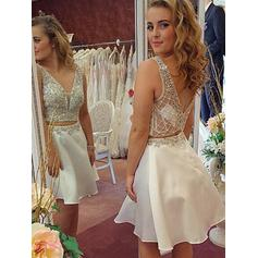 A-Line/Princess V-neck Short/Mini Chiffon Homecoming Dresses With Beading