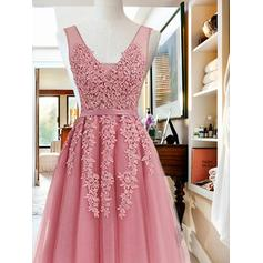 Sash Appliques A-Line/Princess Knee-Length Chiffon Homecoming Dresses