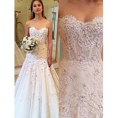 A-Line/Princess Sweetheart Court Train Wedding Dresses With Appliques Lace