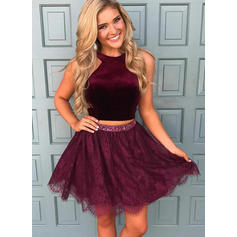 A-Line/Princess Scoop Neck Short/Mini Lace Homecoming Dresses With Beading