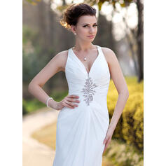 jovem mãe dos vestidos de noiva