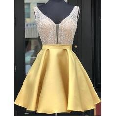 A-Line/Princess Short/Mini Satin V-neck Homecoming Dresses