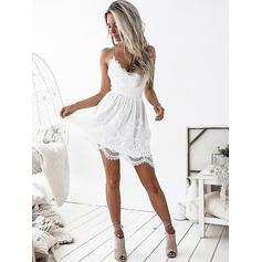 A-Line/Princess V-neck Short/Mini Lace Homecoming Dresses With Ruffle (022212399)