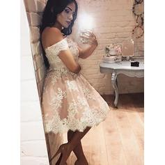 A-Line/Princess Off-the-Shoulder Lace Sleeveless Knee-Length Cocktail Dresses