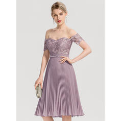 A-Line/Princess Off-the-Shoulder Knee-Length Chiffon Homecoming Dress With Beading Pleated