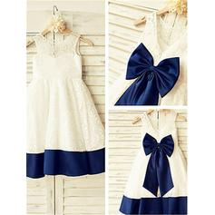 A-Line/Princess Scoop Neck Knee-length With Bow(s) Lace Flower Girl Dresses