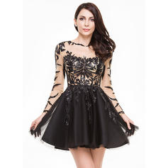 A-Line/Princess Scoop Neck Short/Mini Tulle Homecoming Dresses With Sequins (022214035)