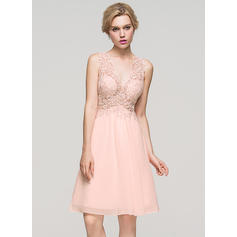 A-Line/Princess V-neck Knee-Length Chiffon Homecoming Dresses