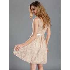A-Linjainen Pyöreä kaula-aukko Polvipituinen Pitsi Morsiusneitojen mekko jossa Rusetti (007019660)